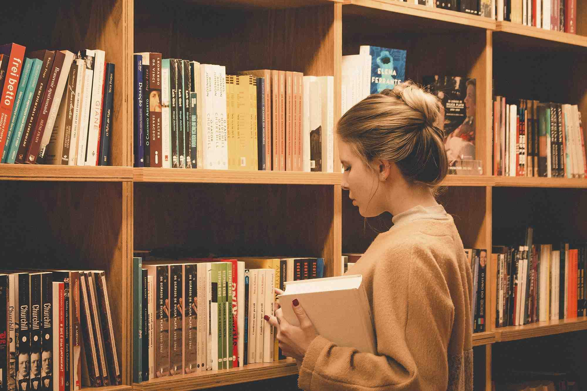 Edebiyat, Tarih ve Kültürel Çalışmalar