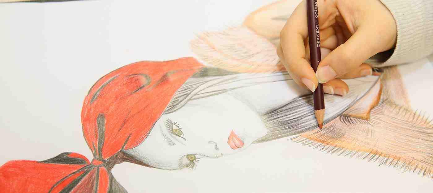Kadın Giysileri Artistik Çizim