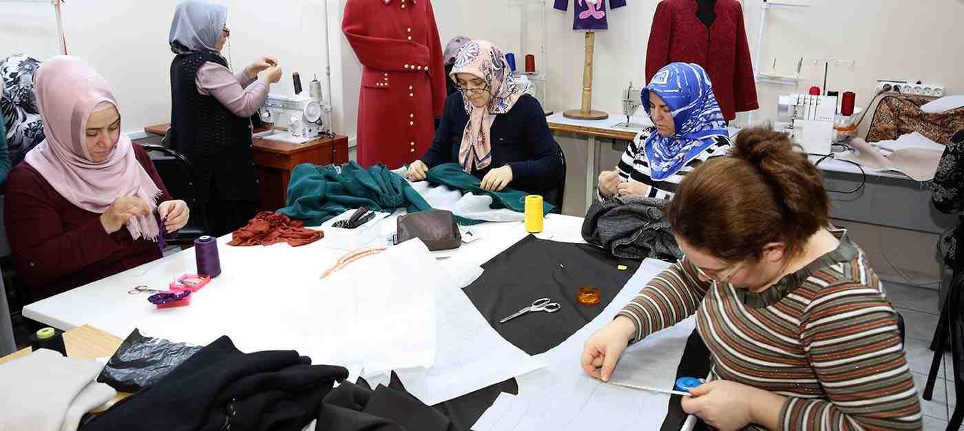 Kadın Giysileri Dikimi (Düz Dar Etek- Kadin Pantolonu-Bluz- Elbise- Fantezi Elbise)